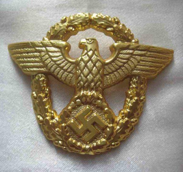 Police metal cap badge in gold ww2 german officers