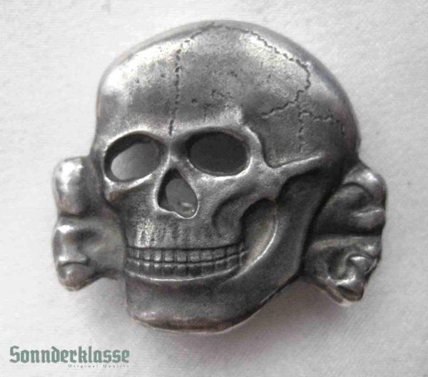 SS Totenkopf cap badge- `Sonnderklasse`