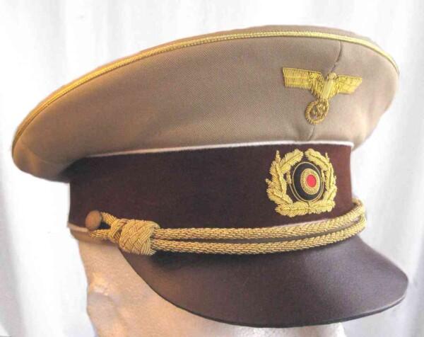 Adolf Hitlers visor cap