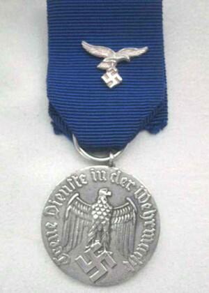 Luftwaffe 4 year long service medal `Sonnderklasse`