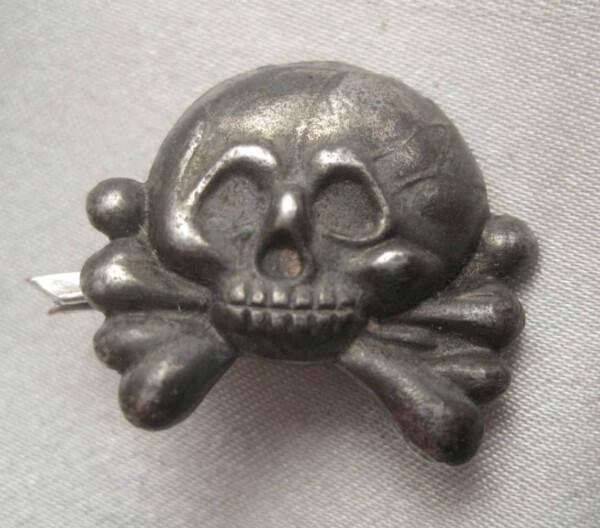 panzer-collar-skulls